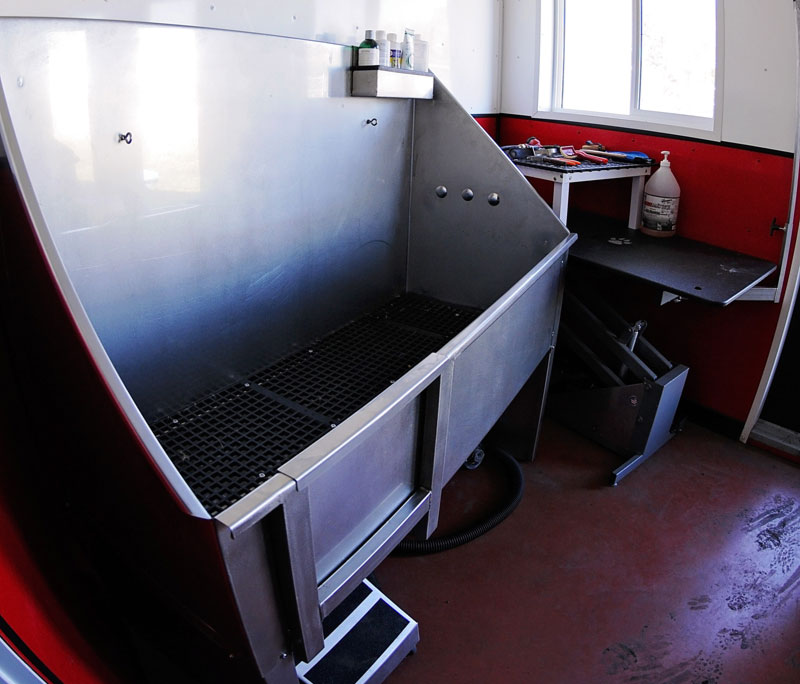 Grooming tub at 780 Kennels.